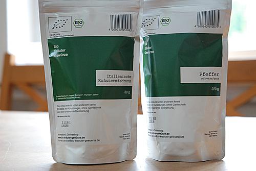 Testauswahl Biokräuter und -gewürze: Pfeffer und italienische Kräutermischung