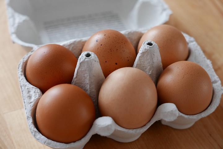 Hühner-Eier mit Bio-Herkunft aus Deutschland belasten die Haushaltskasse nur geringfügig mehr als konventionelle.