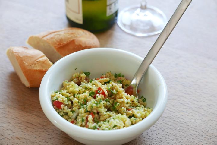 Tabbouleh-Salat stammt aus der libanesischen Küche