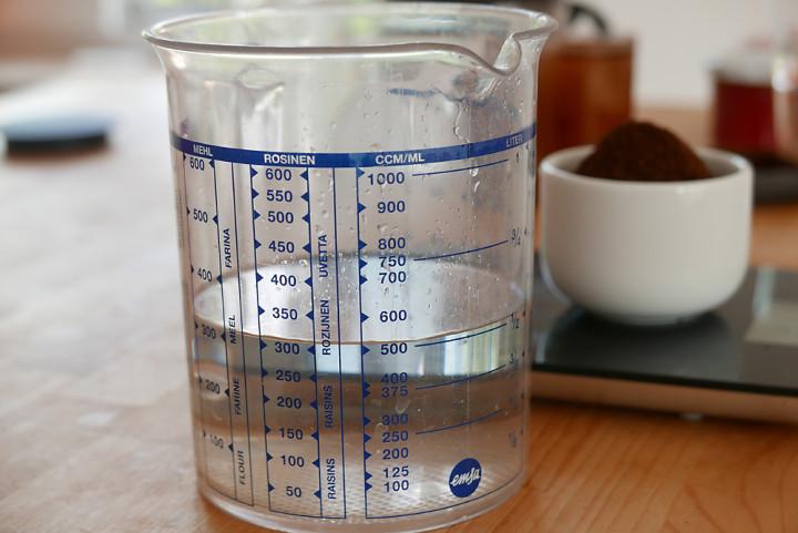 Das Verhältnis Kaffeepulver zu Wasser: Beginnen kann man mit 1:10, der Kaffee wird später verdünnt.