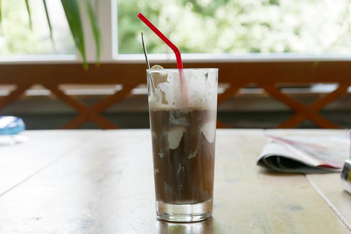 Der Klassiker: Eiskaffee aus gekühltem Filterkaffee mit Vanille-Eis.