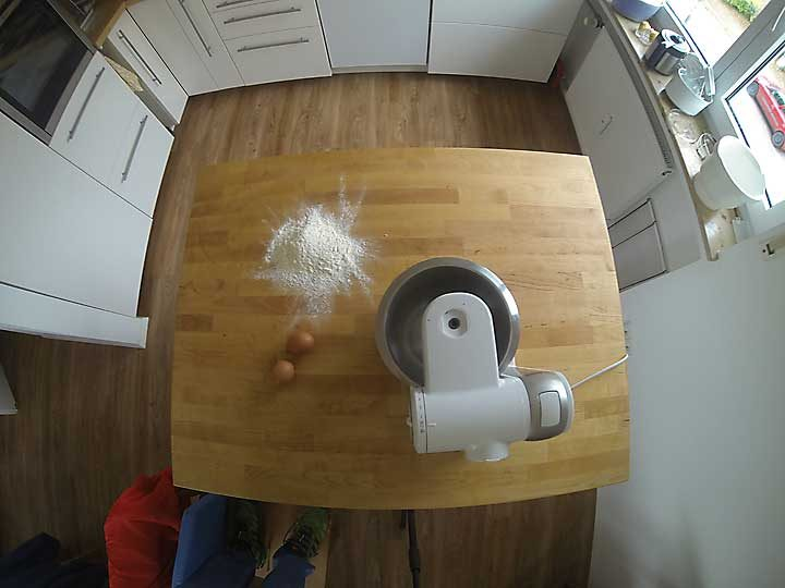 Die GoPro-Aufnahme, wie sie aus der Kamera kommt: wegen des extremen Weitwinkels verzerrt.