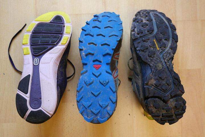 Links normale Laufschuhe ohne richtiges Profil, in der Mitte Salomon-Trailschuhe mit gutem Grip, rechts Adidas GoreText. Nur die Adidas sind wasserdicht und warm.