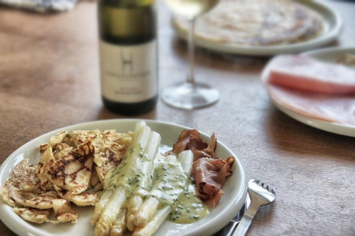 Essen und Wein: Etwas Hilfestellung ist meistens ganz gut. Gibts zum Beispiel auch beim Winzer.