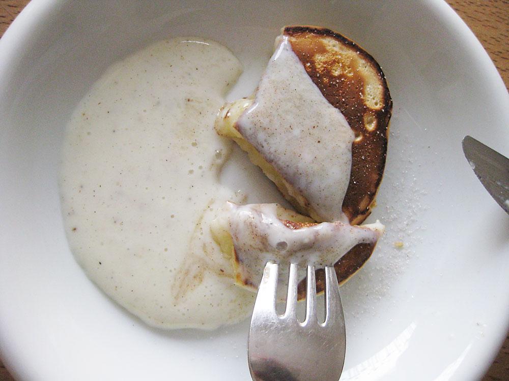 Die selbst gemachte Vanillesauce zu den Apfelküchle ist das Tüpfelchen auf dem i.