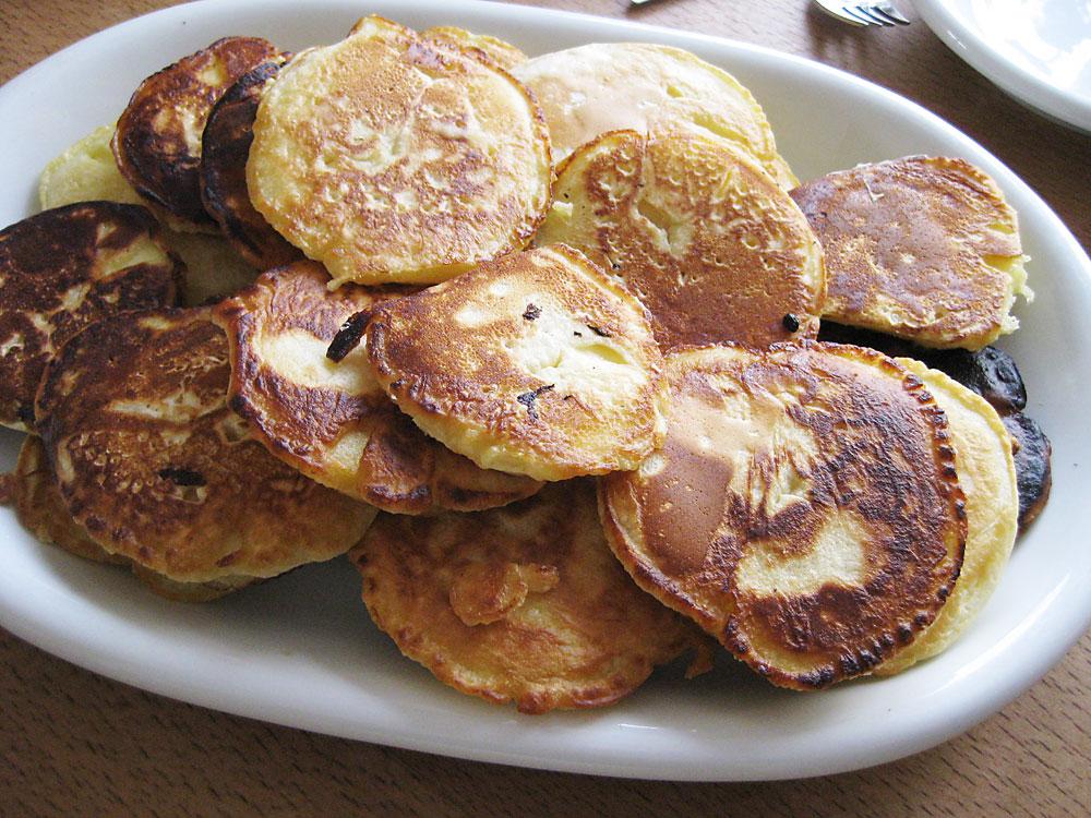 Apfelküchle als Winter-Süßspeise, wenn die Äpfel nicht ganz so frisch, knackig und säuerlich sind.