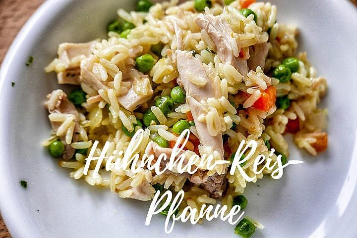 Hühnchen-Reis-Pfanne mit frischem Gemüse: Nicht nur lecker, sondern auch kalorienarm und gesund.