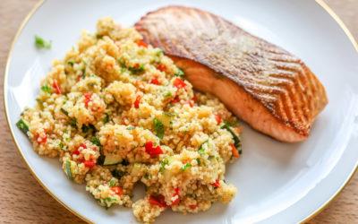 Lachsfilet mit Gemüse-Couscous: Sommergenuss