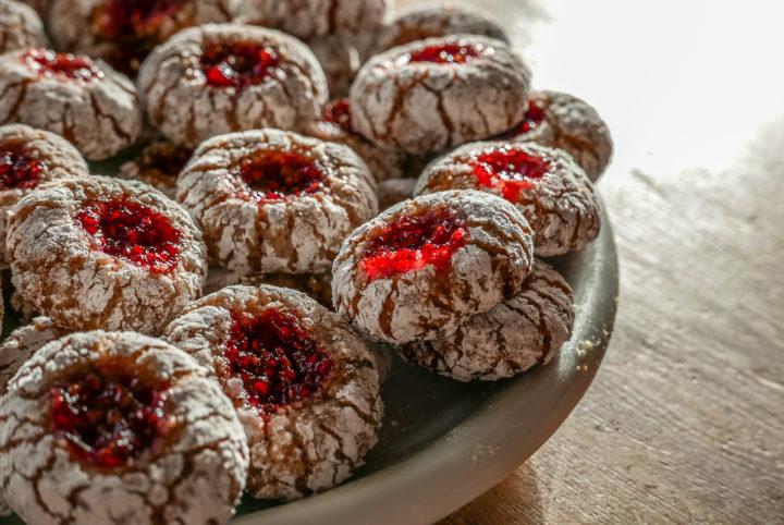 Füllung: Himbeer-Marmelade, bei uns mit Kernen.