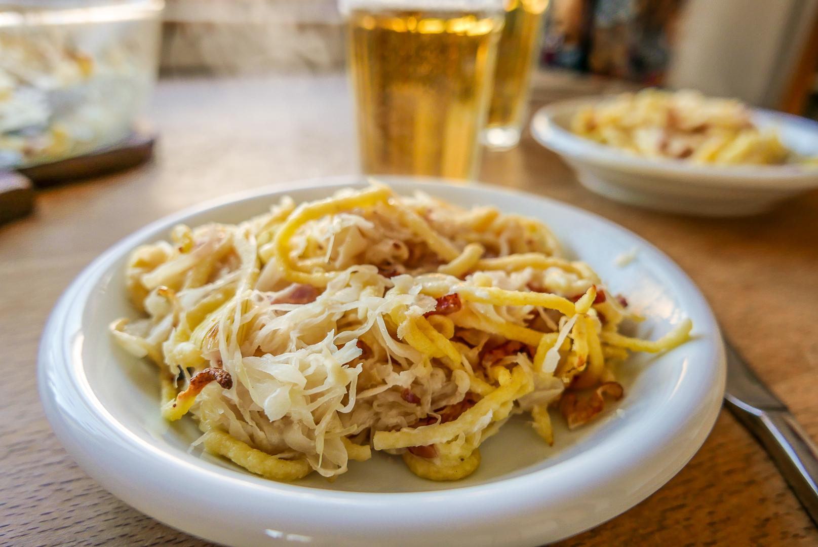 Sauerkrautauflauf mit Spätzle: Besser als Schlachtplatte? Zumindest auch eine mögliche fleischlose Alternative.