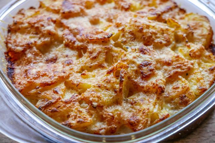 Kartoffelgratin, schnell und einfach. Und das Gemüse dazu geht in einem Aufwasch.