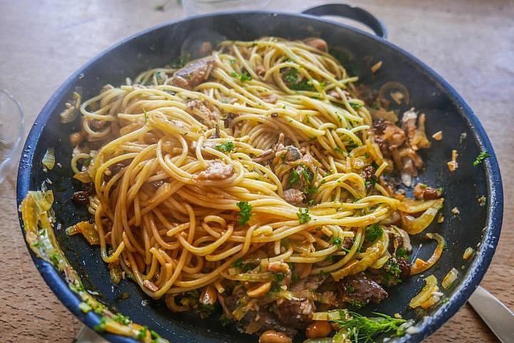 Mit Fenchel und Rosinen haben diese Spaghetti ein ganz besonderes Geschmacksbild.