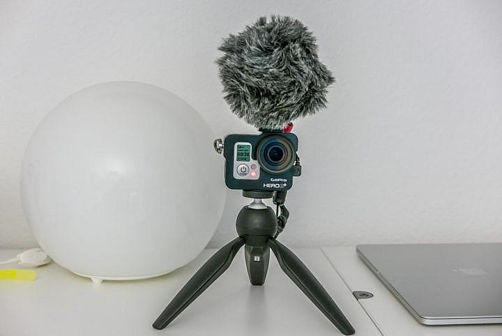 Auch fürs vloggen geeignet: Ein externes Mikrofon steigert die Audioqualität deutlich.