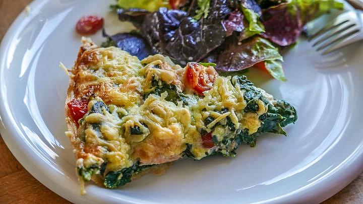 Spinat-Quiche mit Lachs: Gemüsekuchen mal etwas aufwändiger