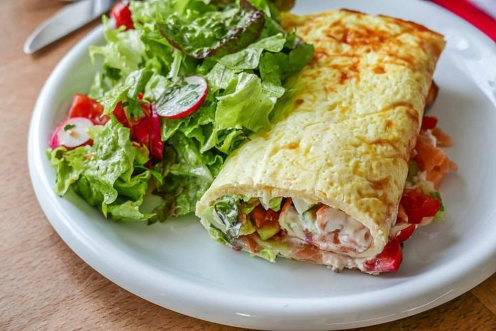 Low Carb Wrap mit Lachs - zubereitet im Backofen als Hauptmahlzeit.