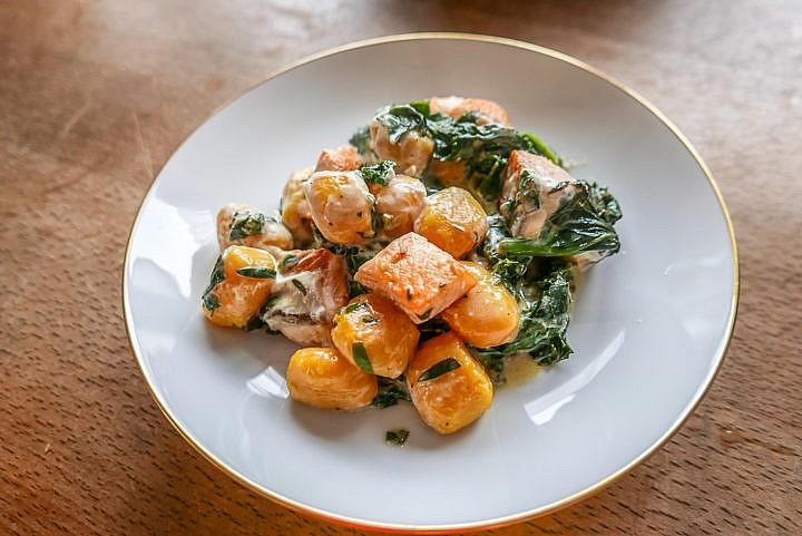 Lachs, Gnocchi und Spinat - eine perfekte Kombination.