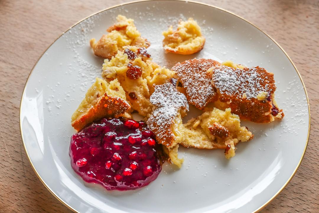 Kaiserschmarrn aus dem Ofen: dicker und fluffiger als aus der Pfanne.
