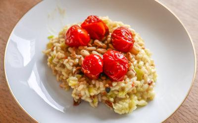 Risotto mit Tomaten und gerösteten Pinienkernen