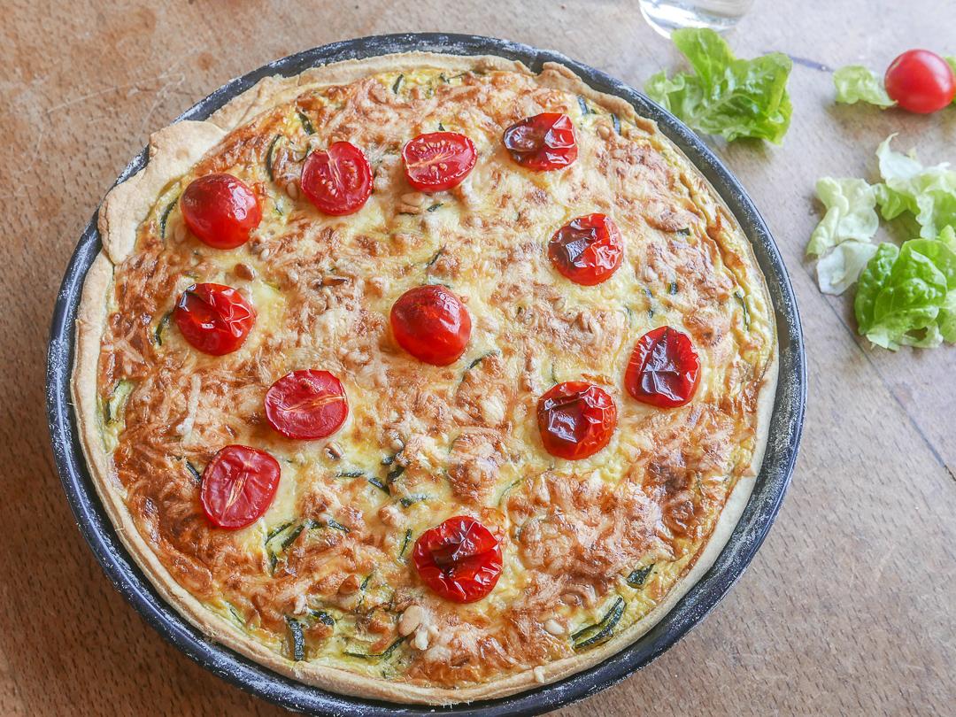 Zucchini Quiche mit Ziegenfrischkäse: die schnelle vegetarische Quiche.