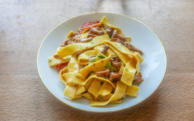 Pasta mit Pfifferlingen, Kräutern und Tomaten