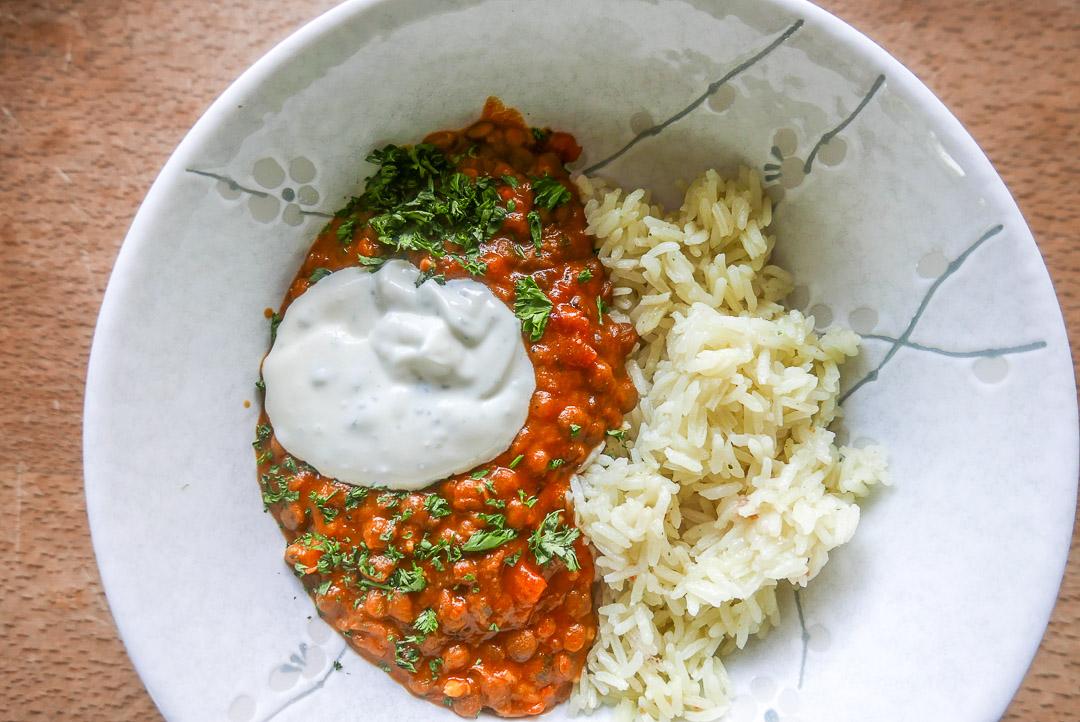 Linsen-Curry mit Jasmin-Reis und Joghurt