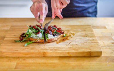 Schafskäse-Salat-Sandwich mit Rote Bete Chutney