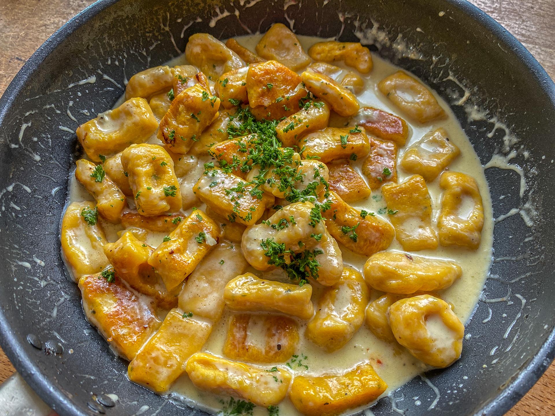 Mein Favorit: Die Gnocchi erst anbräunen und dann in der Sauce kurz ziehen lassen.