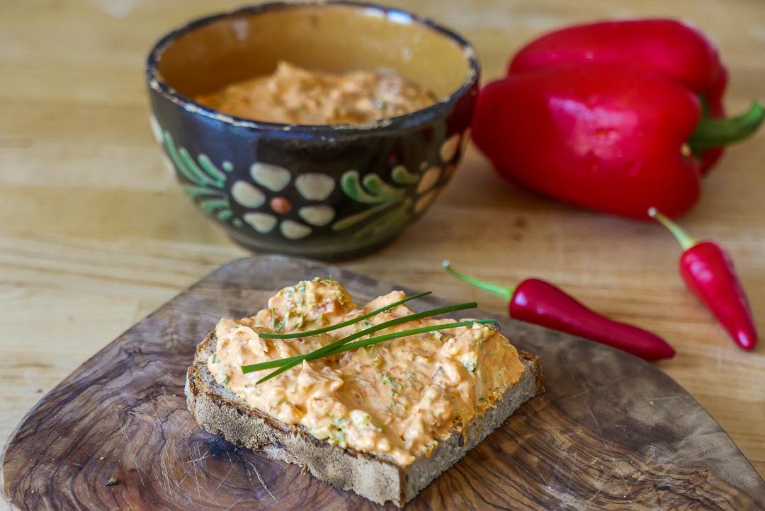 Paprika-Frischkäse-Aufstrich, feurig scharf: Wir nennen es Drachencreme.